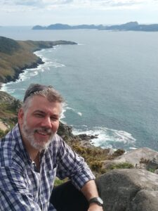Cuando puede disponer de tiempo, al dr. Ernesto Pérez le encanta viajar con su familia y disfrutar de la naturaleza.